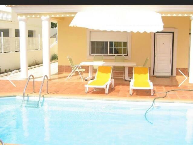 Apartamento T2 com piscina comum