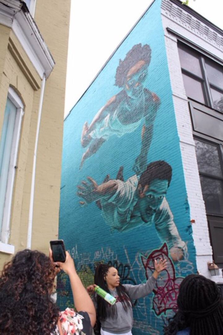 Me explaining a mural #igworthydc