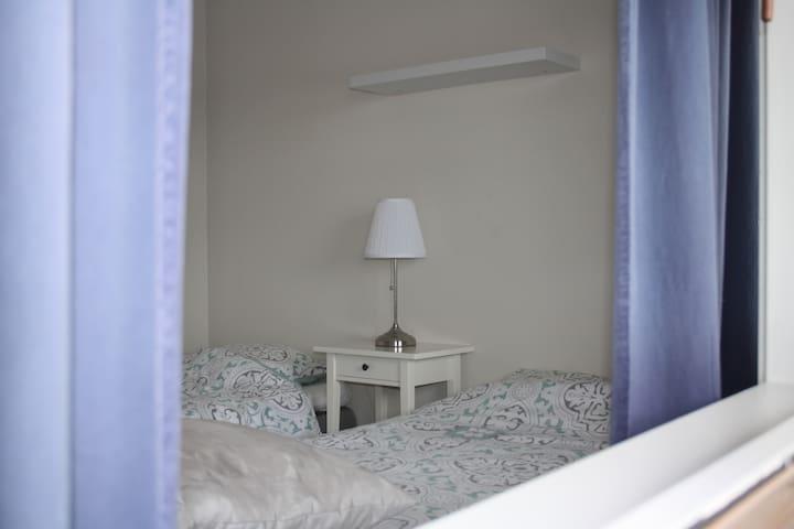 Leilighet med 4 sengeplasser nær Leirvik sentrum - Stord