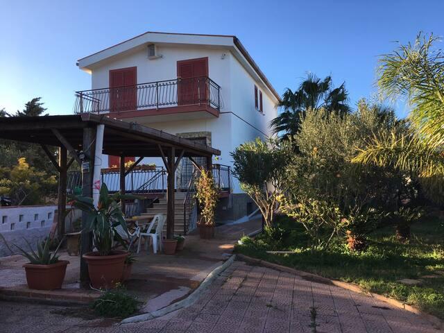 Villa Lina 20 km da Palermo . - Casteldaccia