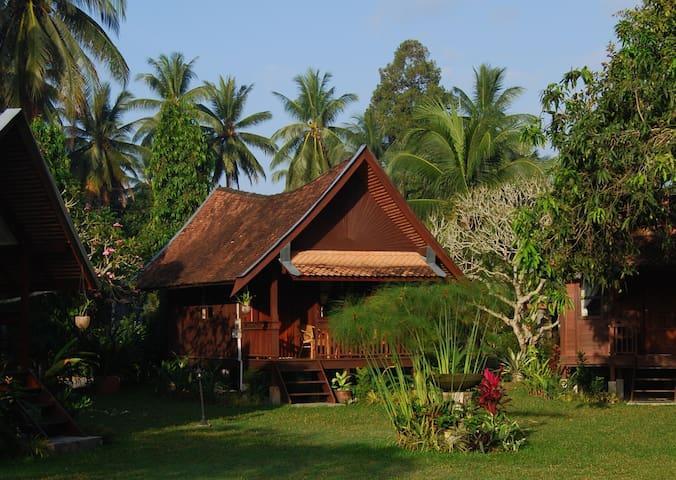 Pasir Belanda is a small resort in a Malay village - Kelantan - Dağ Evi