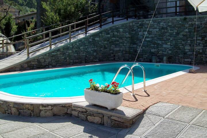 Modernes Ferienhaus in Casola in der Lunigiana mit Terrasse