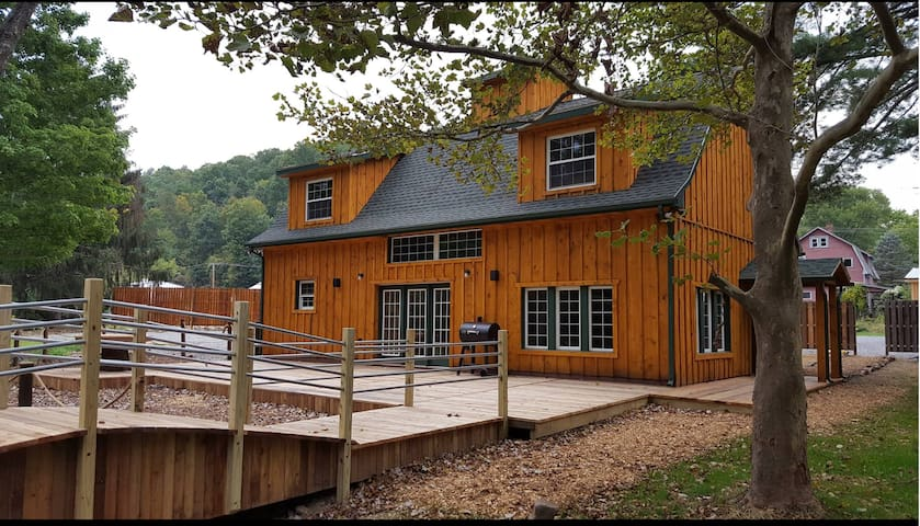 Beautiful Rustic Lodge Minutes From Penn State