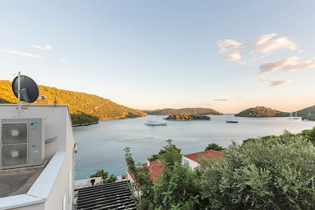 Modern Studio near the beach Lastovo- Pasadur - Huoneisto