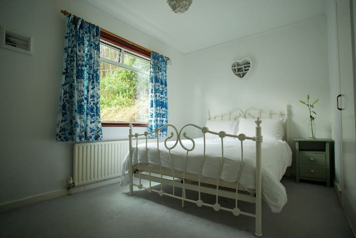 Bright & spacious double room, central Machynlleth