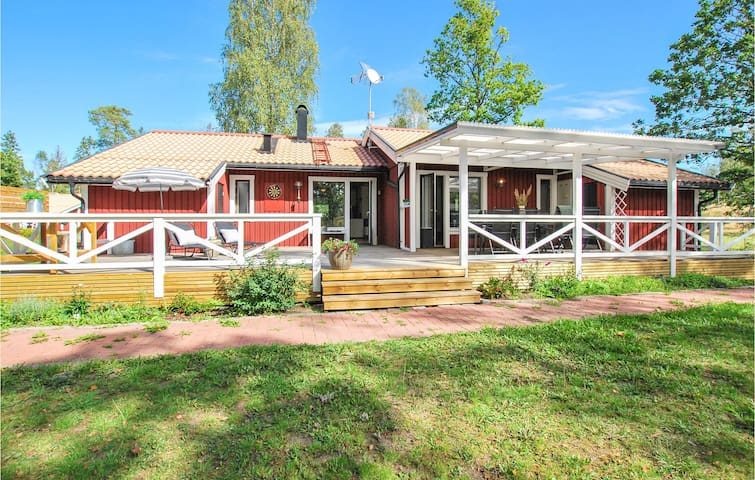 Holiday cottage with 4 bedrooms on 92m² in Figeholm