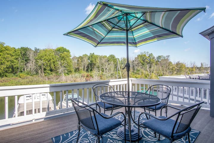 Dock Holiday: Waterfront Condo with Beautiful Multi-level Decking and an Association Pool