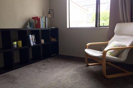 Large Bedroom, Private Bathroom + Reading Room - Tauranga