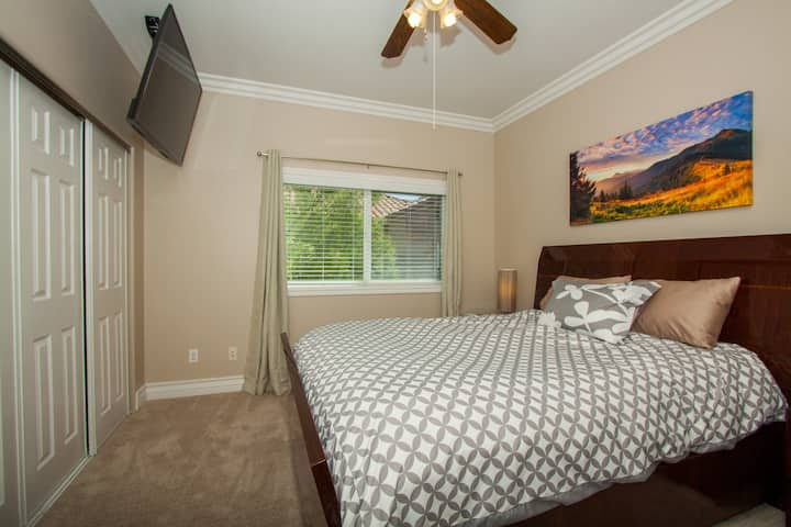 Two bedroom Guest Home- Private Entrance, Near LAX