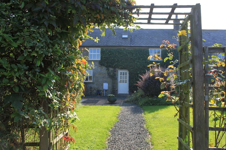 Lovely country cottage near the sea - Christon Bank