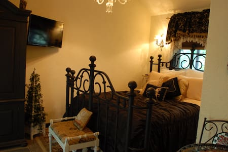 Romeo & Giulietta's Hideaway (Rm 2) - Lake George - Bed & Breakfast