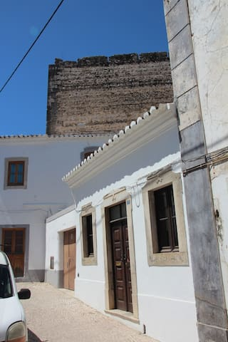 Tavira Townhouse/ Rua dos Mouros- the front view from the street.
