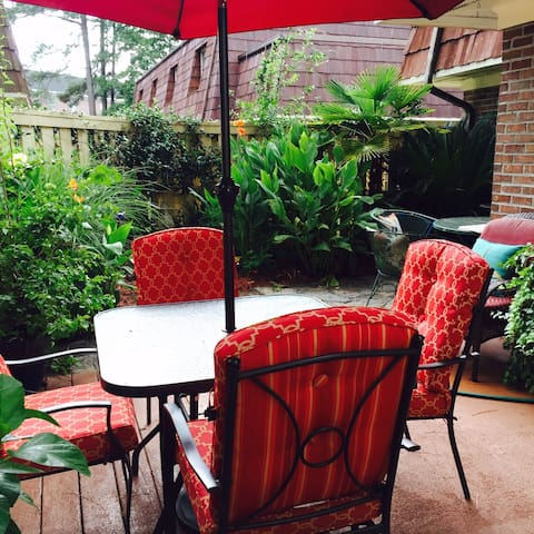 The Pines, quaint, comfy and close to beach