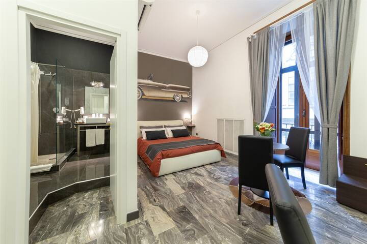 Deluxe Double Room Via Broggia 11