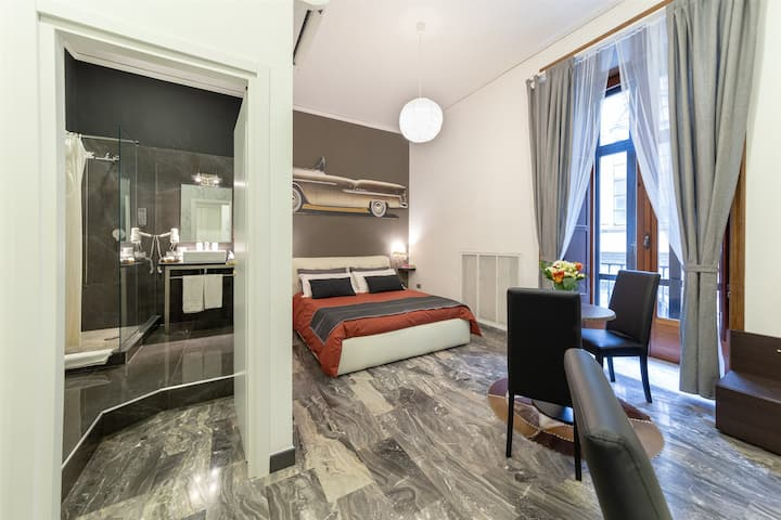 Deluxe Double Room Via Broggia 11