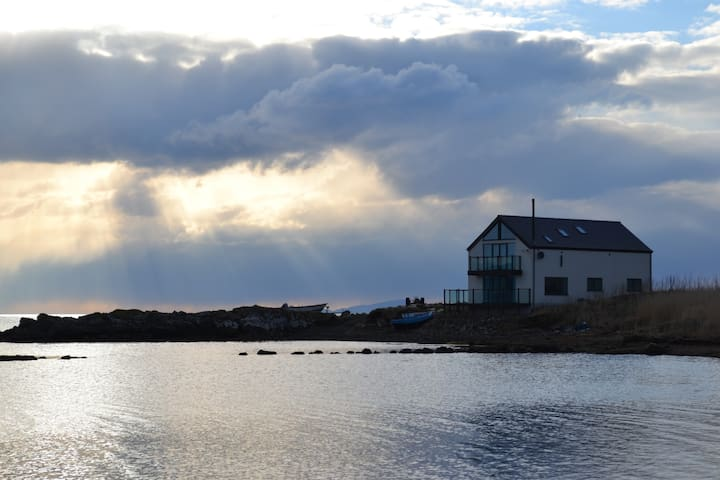 Tigh Bata, house in the sea. - Waternish - Casa