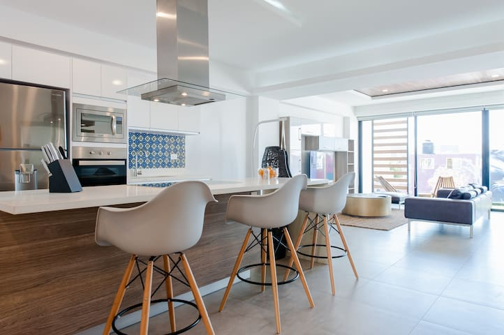 2 BEDROOM MODERN AND DELUXE  NEW CONDO IN TOWN