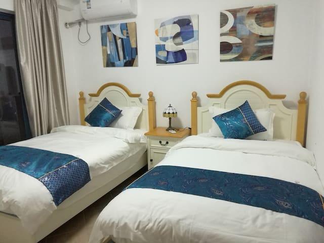 两张1.2米单人床也是名牌金可儿床垫