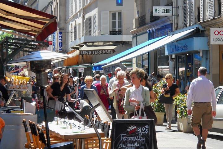 Joli petit appartement à Paris