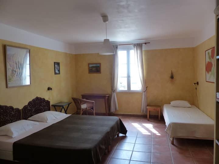 Chambre avec sanitaires partagés