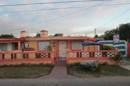 Hostal Tres Hermanas - Habitación-1 - Playa Giron