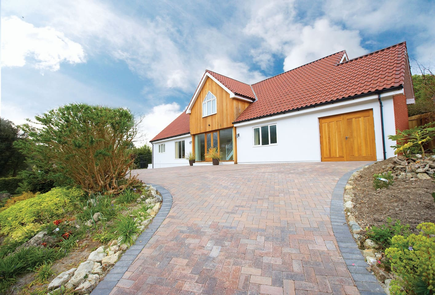 The Haven is a luxuriously appointed detached holiday house located in the south of the Isle of Wight within an area known for its Mediterranean-style climate and areas of natural beauty