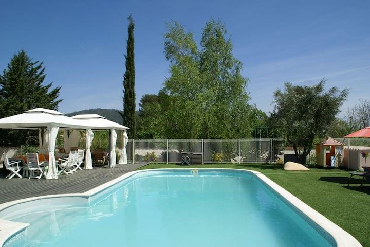 Villa spacieuse avec piscine privée et climatisation à Garéoult
