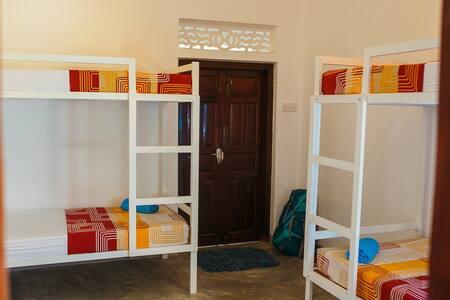 Hostel First - 4 beds dormitory - Mirissa
