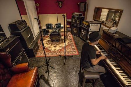 Recording studio. Wacky. Inspiring. £150/day - Wooburn Green