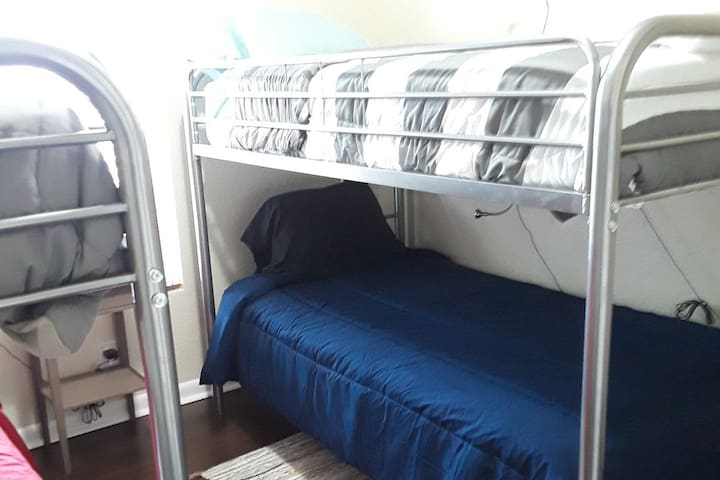 ***Dorm Style Room 9 minutes To Wynwood D1***