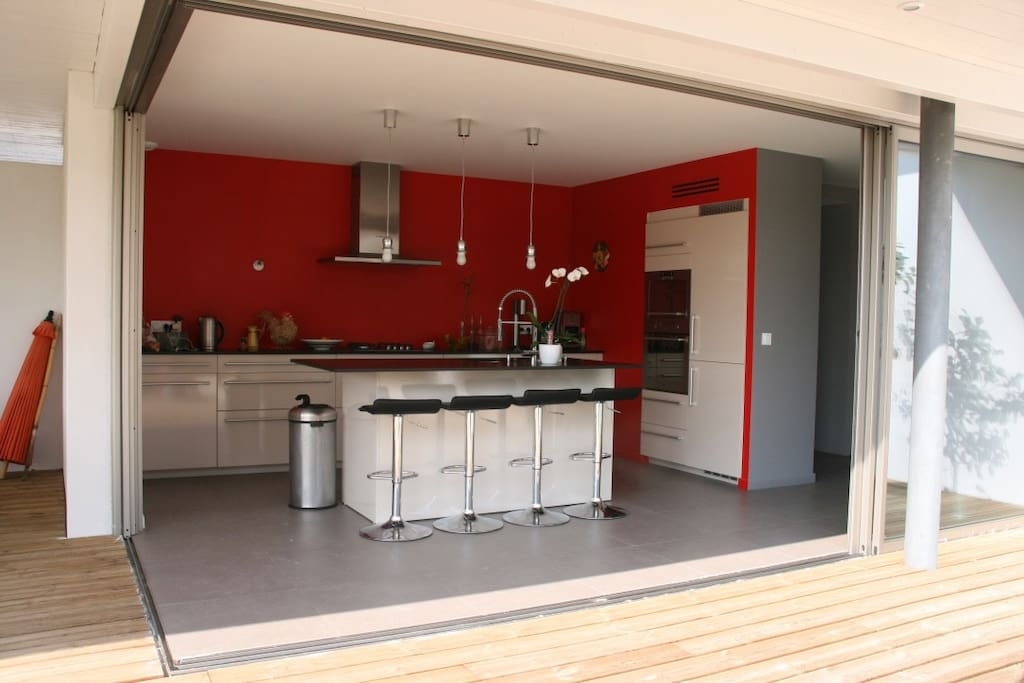 sublime villa d 39 architecte en bord de mer houses for rent in capbreton nouvelle aquitaine france. Black Bedroom Furniture Sets. Home Design Ideas