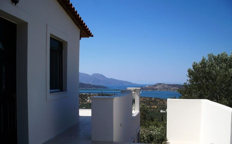 Detached hse. Panoramic views GALATAS POROS Slps8