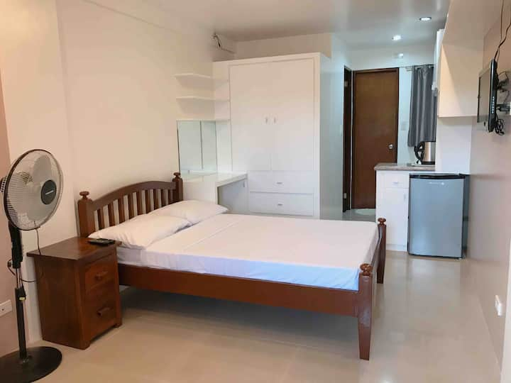Rm C w/ WIFI,TV,Heater, Free Parking in Tagaytay