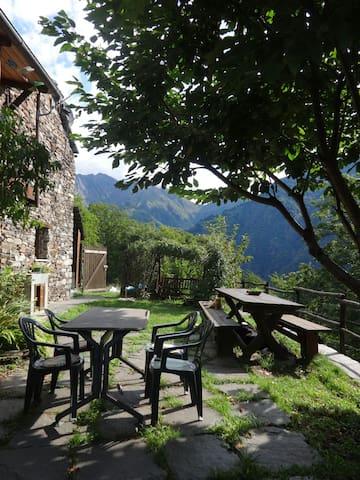 Villetta in Val Grande nel verde:da Anna - Cossogno- Cicogna - Casa