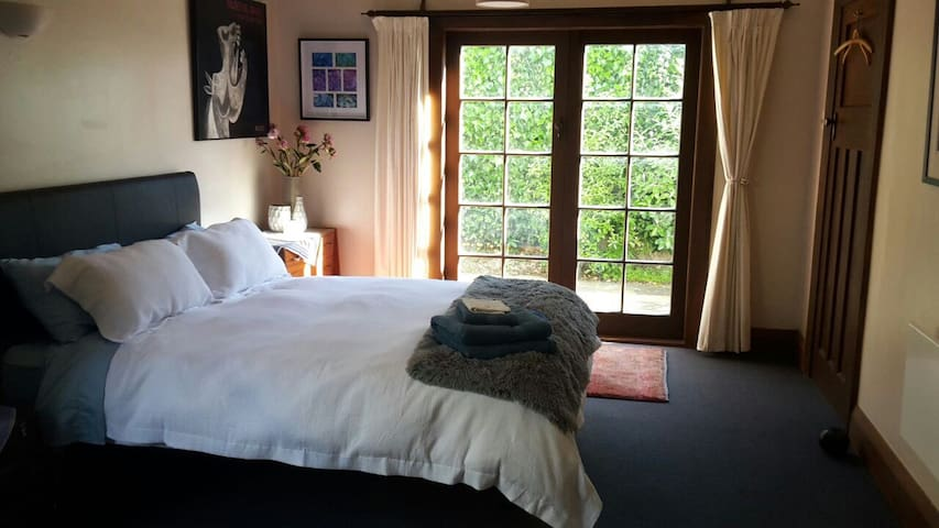 Peaceful garden view room, very close to town - Oamaru - Rumah