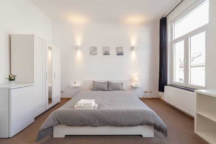 Spacious & Cosy bed room close to City Center