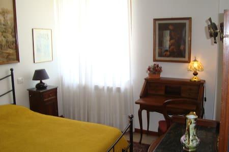 Apt. 3 in elegante Country House - Castiglione del Lago - Lejlighed