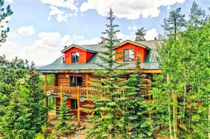 Amazing 3200 SF Colorado Log Cabin With Game Room