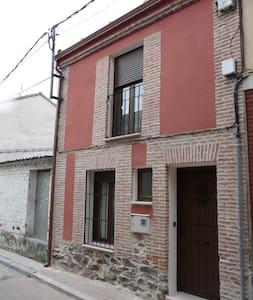 Tasier - Navas de Oro - บ้าน