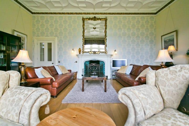 Manor Hall - Luxury, Views & Shared Hot Tub.