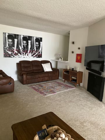 1 Bedroom apartment 1500 sq Melrose area