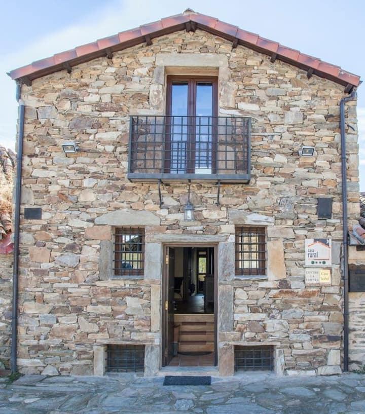 CENTRO LA SOMOZA Casa rural alquiler íntegro +17 p
