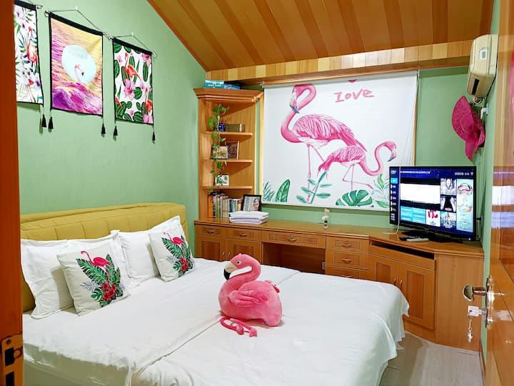 【小鹿家-火烈鸟房】-小区跃层-房东住下层-客人住上层-无需和房东共用客厅卫生间标价是一个房间价格