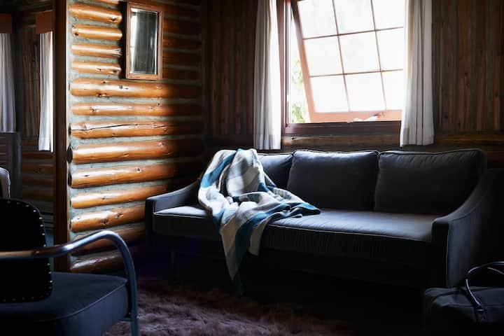 Captain Whidbey, Historic Lodge Polaris Suite