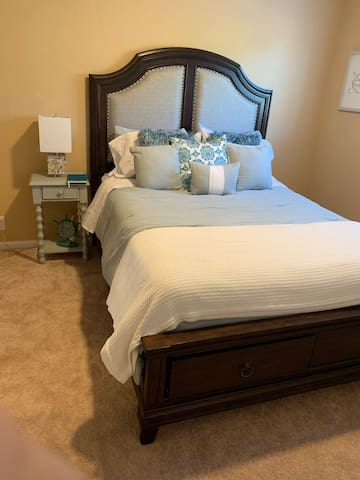 Marina Coastal Inviting Home-Queen bed Room-B
