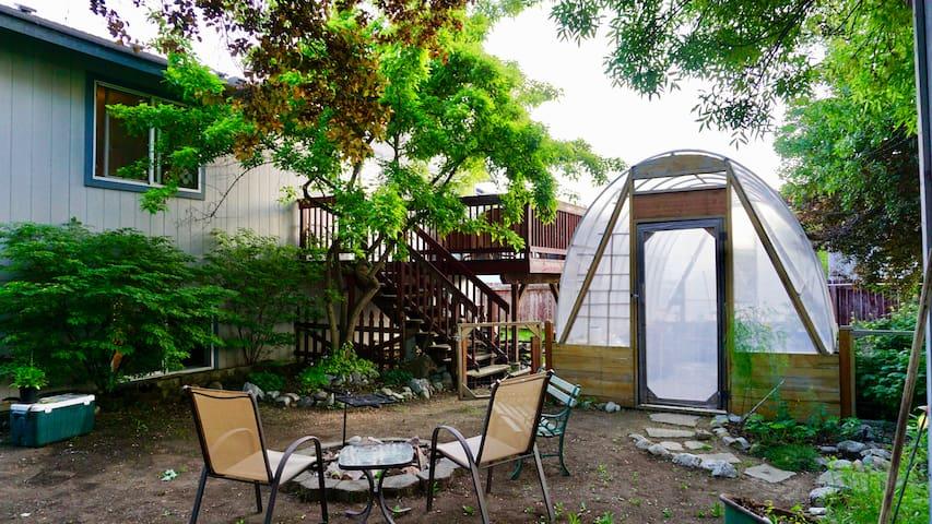 Spacious Garden Studio & Optional extra Bedroom!