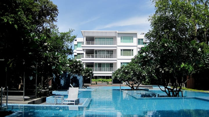 Beachfront fully-furnished Apt in Hua Hin Center