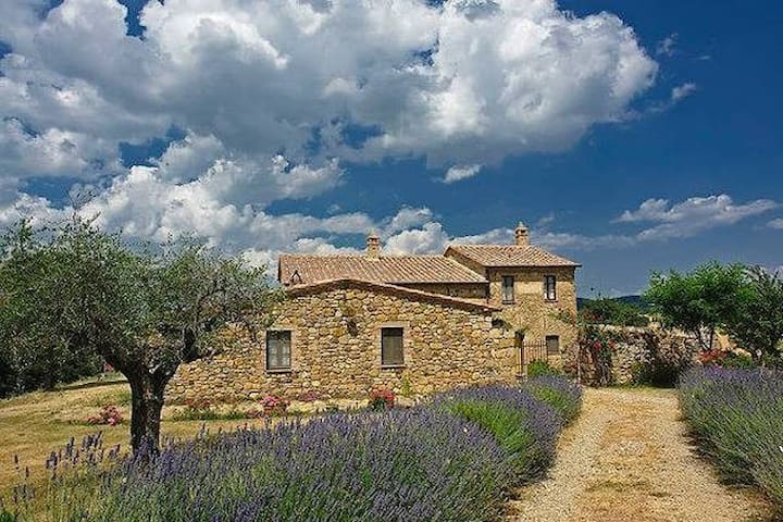 Suite in Val D'Orcia  with a view on Montepulciano - Monticchiello - Bed & Breakfast