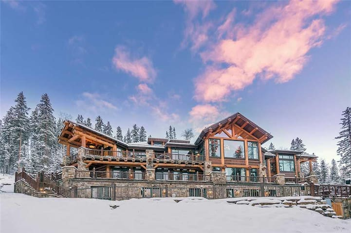 AUTUMN RIDGE - Estate with Spa, Theater, Bowling Alley and Arcade, Ski In/Out