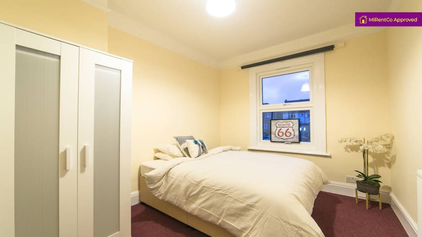 Double room 6 in great house share in Kensal Rise